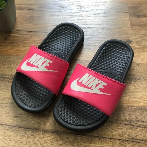 KIDS Nike Girls Pink   Black Slides. M 5b4b83ccd6dc5271b2a604db